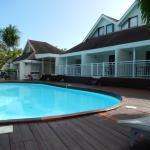 Les chambres sont à deux pas de la piscine. Possibilité de sauter du lit dans l'eau. Excellent !