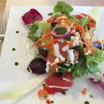 Salade nordique avec poisson fumé