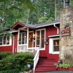 We *love* this place!!  Ginger and Bobby are exemplary hosts, and the area is beautiful year rou
