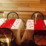 Notre table spéciale St Valentin!!!! Toujours tres intime et chaleureux De très bon moment