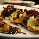 Ensalada de alcachofas con crujiente ibérico y frutos secos