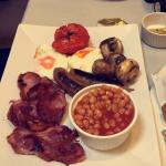 Skinny kitten full english breakfast, proper sausages & bacon! Delicious 😁