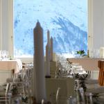 Blick vom Jungfrausaal auf die zum greifen nahen Berge