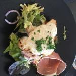 Photos de mon entrée (une tartine de chèvre frais) et de mon plat (un faux filet)