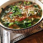 Röd miso med fisk, ägg, böngroddar, broccoli, vårlök, koriander, lime och chili.
