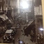 en el comedor hay fotos historicas de Santiago