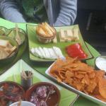 Assiettes à l'apéritif, charcuterie et fromage