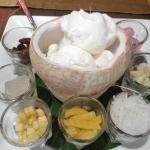 Dessert : Coconut ice cream with traditinal thai toppings