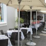Bistro Vine pavement eating