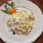 *tagliatelle panna e prosciuto,@ taglietelle with ham and cream sauce)