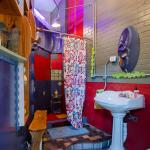 Studio Azul - color bathroom (shower, sink, toilet)