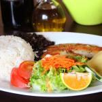 puede degustar deliciosos casados dde pescado, pollo o chuleta