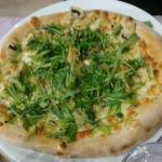 Una pizza in compagnia del karaoche di venerdi sera stupenda serata ....bravi