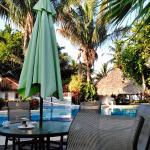 pool area where we ate breakfast