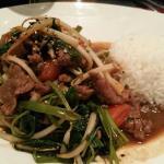 Gebratenes Rindfleisch mit vietnamesischem Wasserspinat