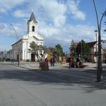 Plaza de Pto. Natales a media cuadra del hotel.