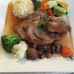 Épaule de veau, gratin dauphinois et légumes