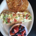 Egg white veggie omelette w fruit!