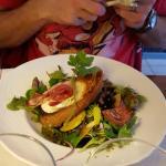 Salade de Cabécou chaud et ventrèche