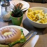 Hinten Mexico Wrap, Mitte Glutenfreier Mac'n'Cheese Salat, Vorne Bagel mit veganem Eiersalat