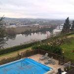 L'hiver, donc la piscine est couverte. La vue des du chambre 205