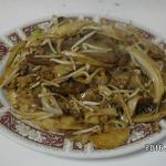flat rice noodle with beef