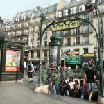 Le métro Place de Clichy