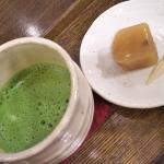 抹茶(宝相華)と羊かん