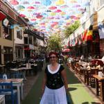 Знаменитая улица зонтиков