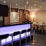 Theo's Bar