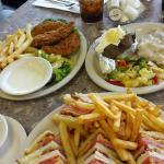 صورة فوتوغرافية لـ J & M Family Restaurant