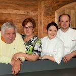 Julia Göttlinger und Matteo Sala, sowie Seniorchefs Johann und Katharina Göttlinger