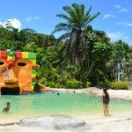 Photo de Tsulu Beach Bunkhouse and Apartments