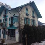 Photo de Chalets et Maison d'Hotes La Cremerie du Glacier