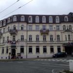 Gesamtansicht Hotel von der Straßenseite aus