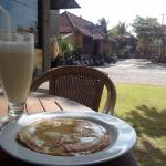 Pancake de banana y batido de banana natural