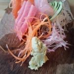 Deliciosos sashimis!!! esta es la porción chica donde vienen 3  tres ingredientes