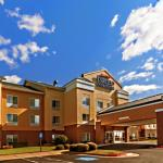 Fairfield Inn and Suites by Marriott Rogers