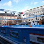 1月のこのシーズンには、広場の中央にスケートリンクが設置されていました