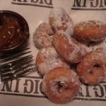 Warm mini-donuts!