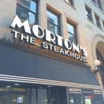 混んでいない早い時間のステーキは、繁忙時間よりはるかに丁寧に焼かれていて旨いね。オイスターロックフェラーはアメリカのステーキハウスならではの御菜。