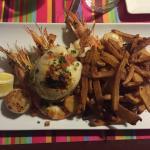 Photo 1 ==> Parillade de poisson (Gambas, seiches, couteaux, steak de thon, St Jacques) Photo 2