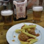 Dos cortos de cerveza y 5 albóndigas por 2,6€