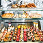 Im World Café können Sie sich ihren Morgen- oder Nachmittagskaffe mit Desserts versüssen