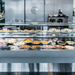 Im World Café gibt es täglich frische Wok-Spezialitäten, Salate und Wraps