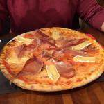 Pizzas súper completas con ingredientes de calidad y abundantes, lo cual se agradece.