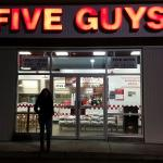 Photo de Five Guys Burgers and Fries