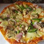 Thin Crust Pizza with Onion, Bell Pepper & Mushroom
