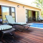 Shiraz/Chardonnay pool deck