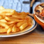 Chicon en sauce avec jambon et frites